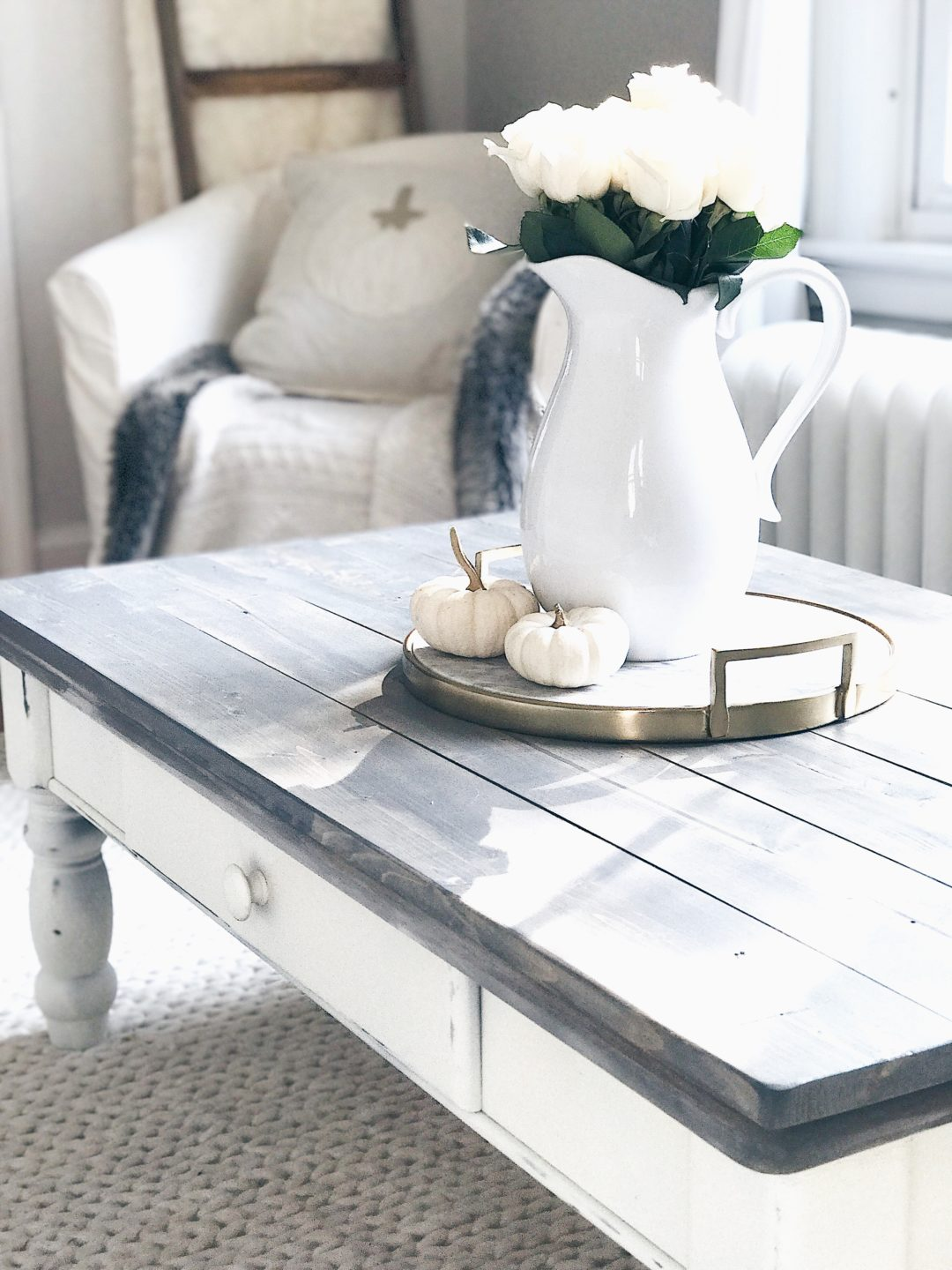 Superieur Farmhouse Coffee Table Makeover   Rustic White And Gray Chalk Paint Table  Makeover From Pinterestingplans