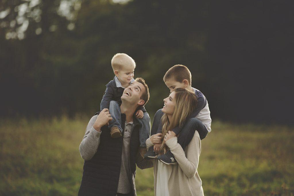 fall family photo shoot fashion - style tips from pinterestingplans