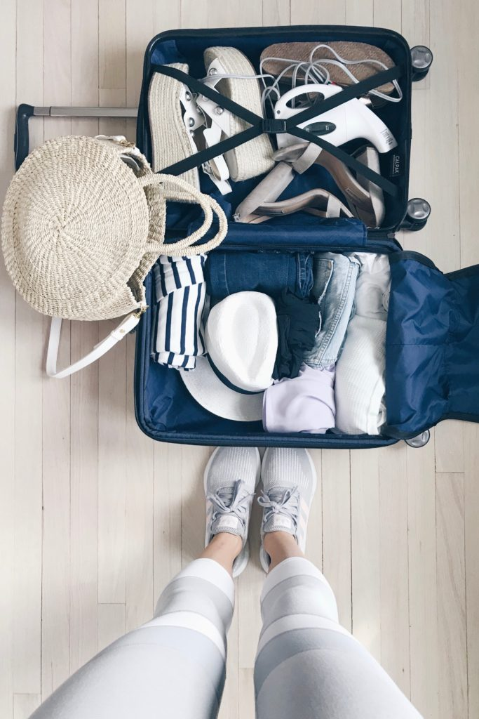tips for packing light and bringing only a carry on on your next vacation on pinteresting plans lifestyle blog