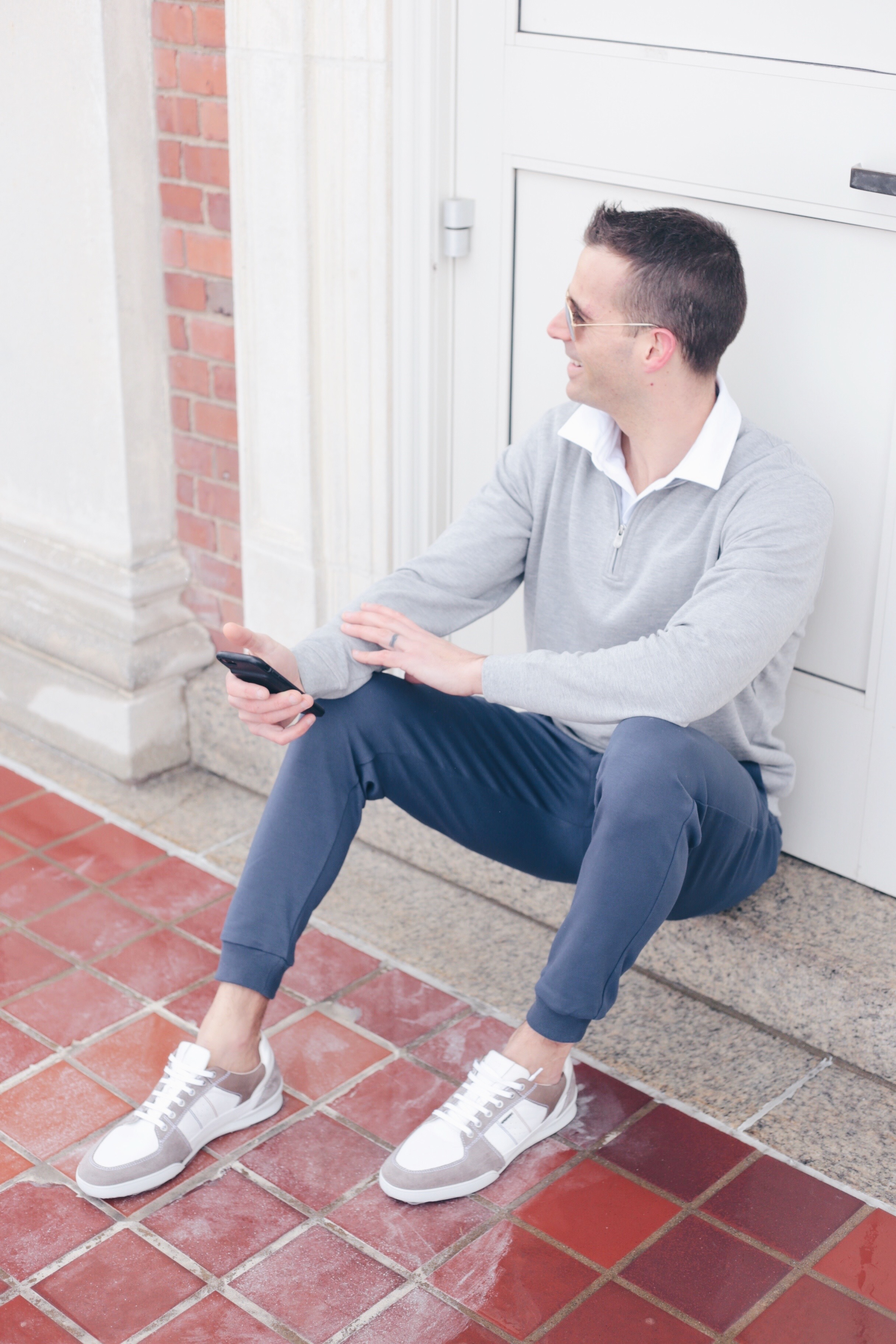 men's spring capsule wardrobe 2019 - casual guys' joggers outfit