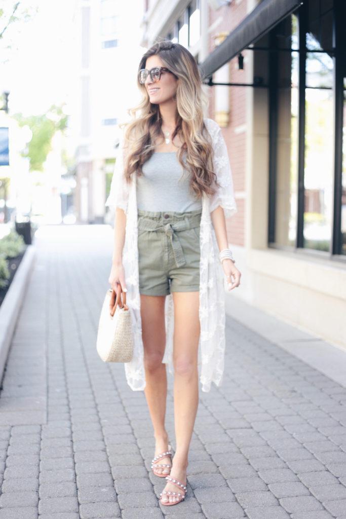rachel moore connecticut fashion blogger sharing statement summer accessories