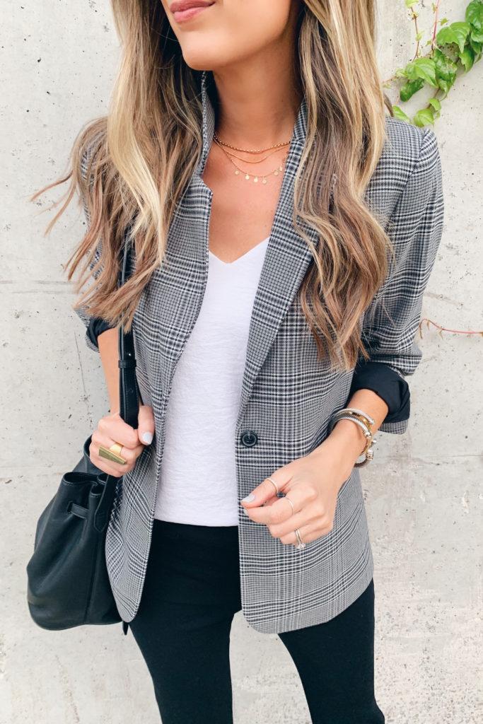 fashion blogger wearing plaid oversized blazer for fall