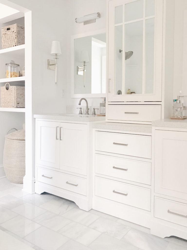 Benjamin Moore - decorator's white in master bathroom - light neutral paint colors 2019 - pinteresting plans blog