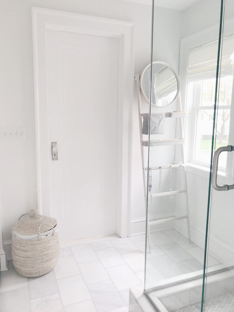 decorator's white by Benjamin Moore - light neutral paint colors 2019 - pinteresting plans blog master bathroom