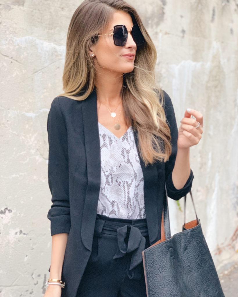 fashion blogger wearing express workwear ruched sleeve black boyfriend blazer