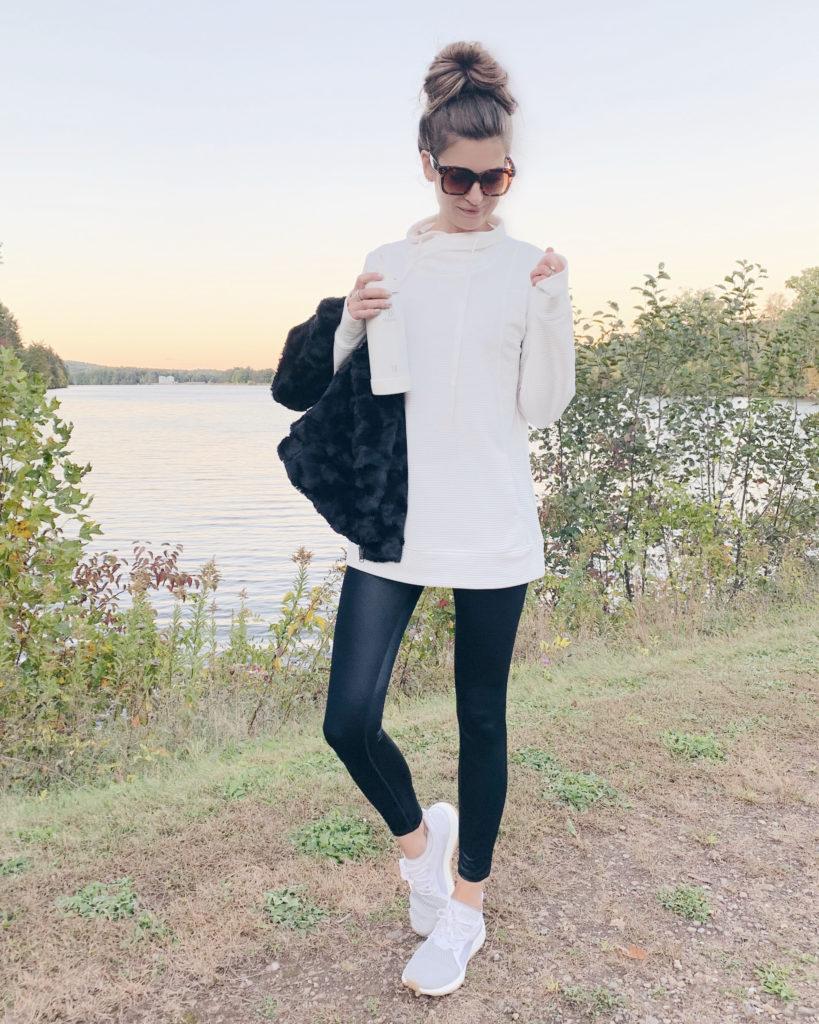 white tunic sweatshirt with leggings on pinteresting plans fashion blog