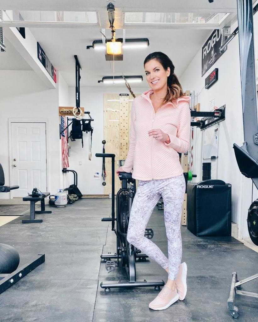 pink quilted sweatshirt CrossFit gym pinteresting plans blogger Rachel Moore