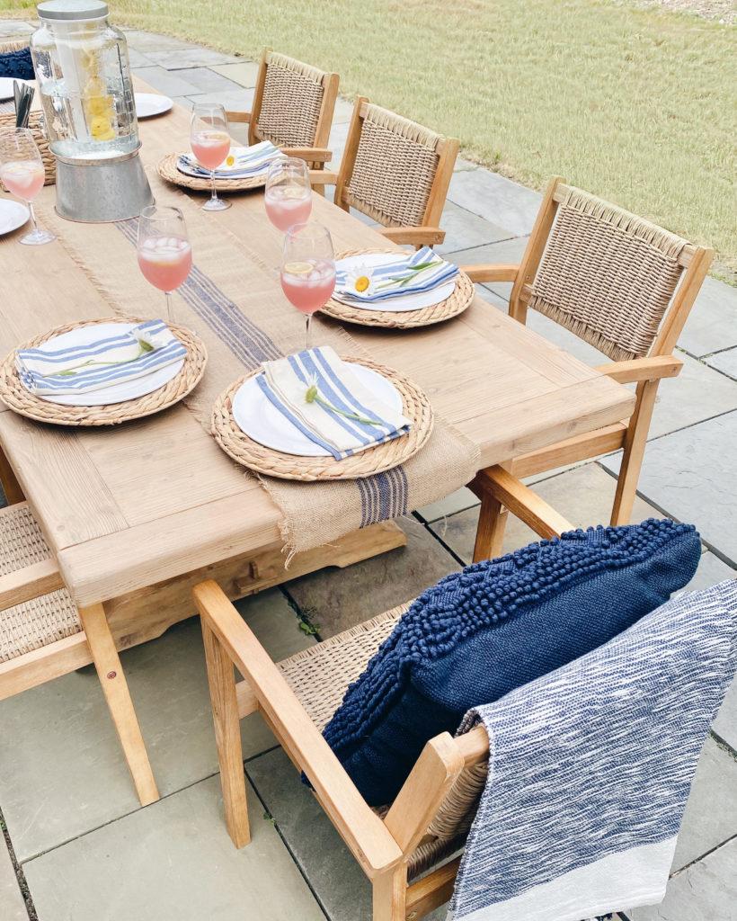 outdoor dining table setting for summer entertaining - pinteresting plans blog