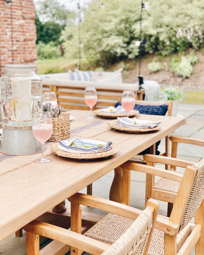 outdoor dining tablescape - coastal patio decor - pinteresting plans blog