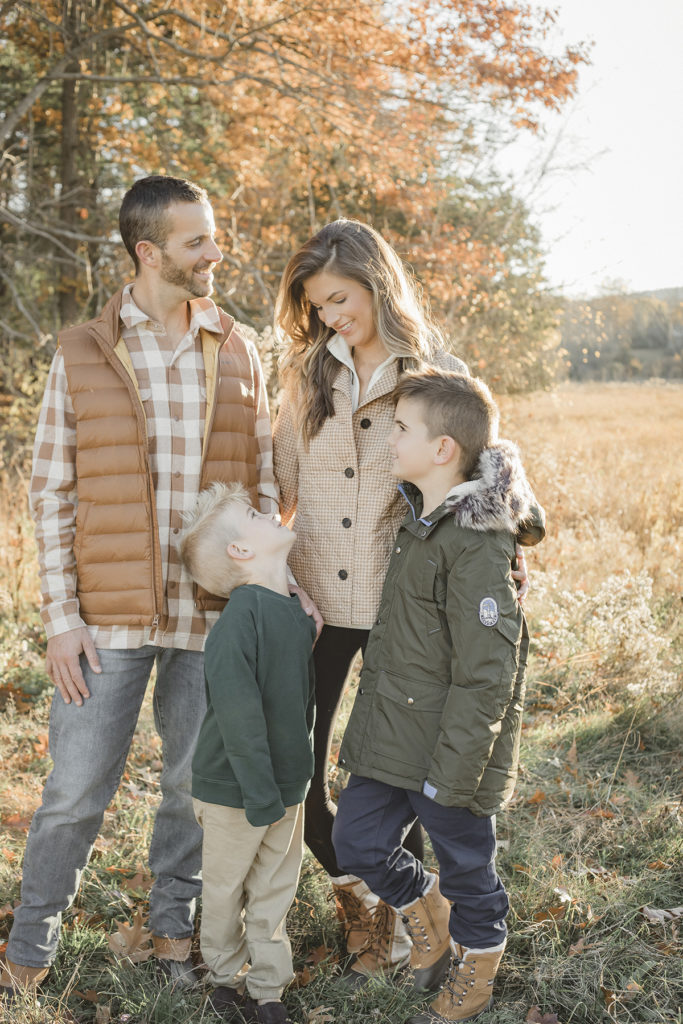 what to wear for outdoor fall family photos outdoors