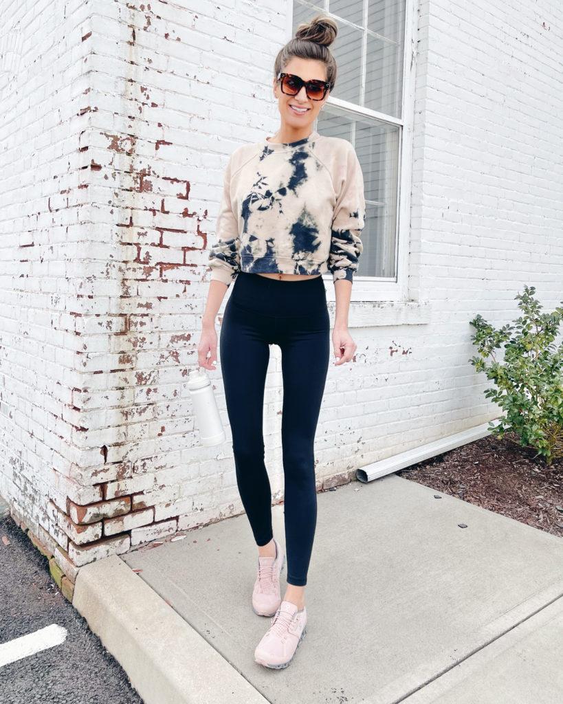 crop tie dye sweatshirt with black leggings and sneakers outfit idea