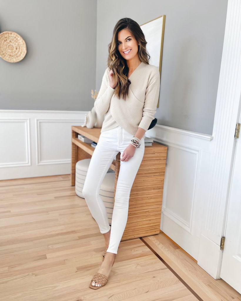 cute outfit ideas with white jeans for spring 2021