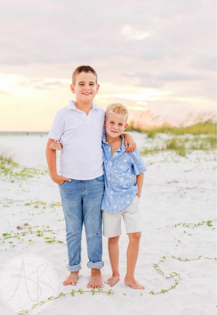 kids outfit ideas for family summer beach photos